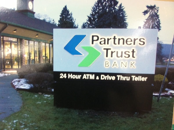 Illuminated sign, Syracuse NY, mounted outdoor signs, Syracuse NY, Custom signs, Syracuse NY, Bank signage, Syracuse NY :: Partners Trust Bank - Illuminated mounted custom sign - Syracuse NY :: Syracuse NY, Central NY, Upstate NY
