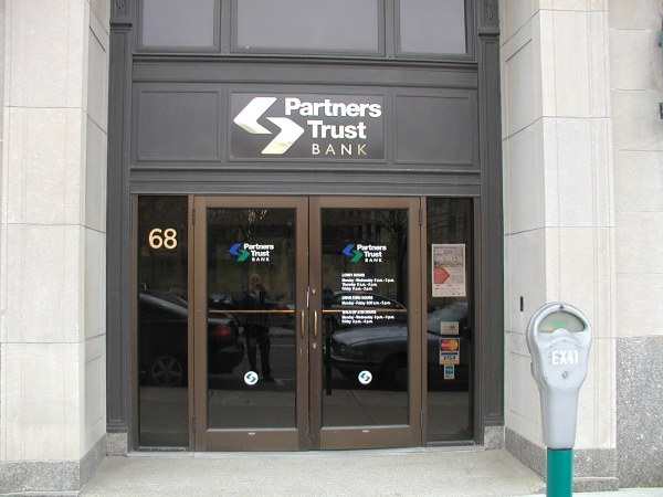 Partners Trust Bank :: Door Graphics ::