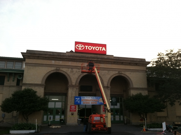 Sign Service :: Servicing an illuminated sign ::